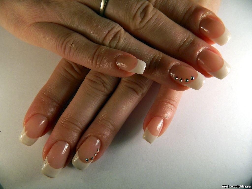 Стразы на ногти френч